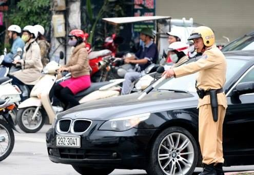 Chủ xe ôtô các loại khi mua, được tặng cho, được thừa kế… mà không sang tên đổi chủ sẽ bị phạt. Ảnh: Sơn Dương (VnExpress).