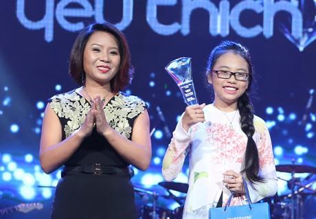 Phương Mỹ Chi nhận luôn giải thưởng Bài hát yêu thích tháng 12. Ảnh: Dân Trí.
