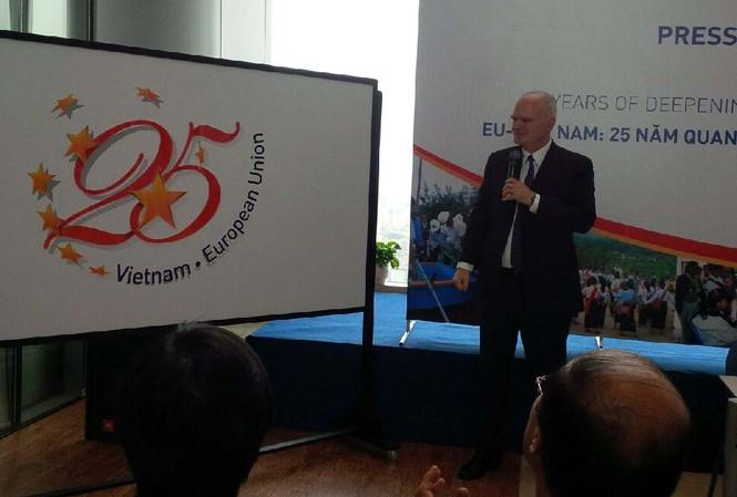 Tiến sĩ Franz Jessen, Đại sứ - Trưởng Phái đoàn Liên minh châu Âu tại Việt Nam tại buổi họp báo. Ảnh: Việt Hùng.