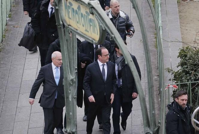Tổng thống Pháp Hollande tại hiện trường