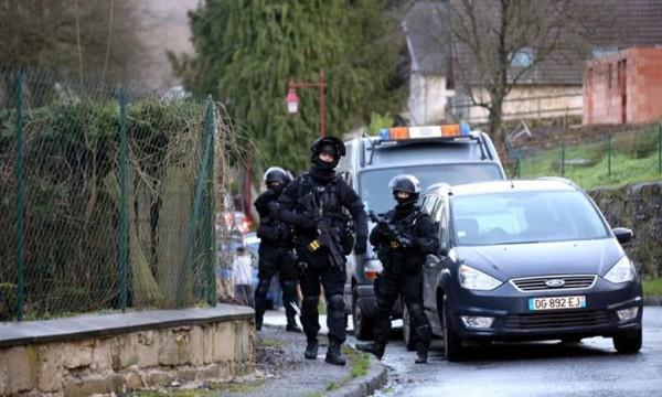 [CẬN CẢNH] Đặc nhiệm Pháp săn lùng kẻ thảm sát tòa báo ở Paris
