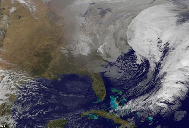 Hình ảnh vệ tinh cơn bão đang di chuyển với tốc độ 5.45 dặm/giờ.