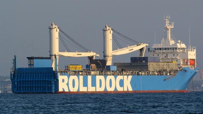 Tàu Rolldock Star neo đậu ở phía ngoài vùng nước quân cảng Cam Ranh
