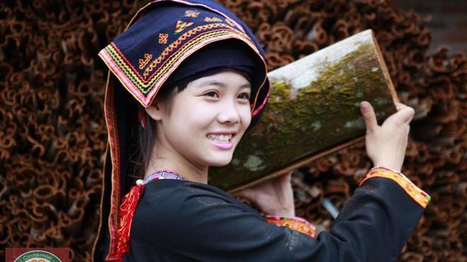 Mãn nhãn ngắm thiếu nữ Dao trong rừng quế