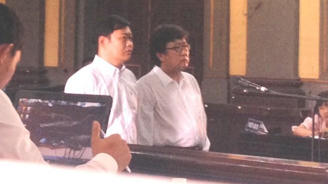 Hai bị cáo là người Hàn Quốc tại tòa. Ảnh: Tân Châu