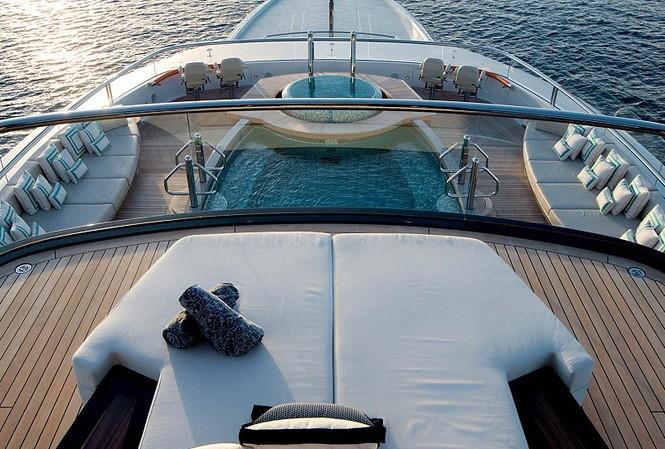 Góc nhìn đại dương: Cuốn sách Siêu du thuyền được TeNeues xuất bản tháng này cung cấp một cái nhìn toàn diện về những con thuyền đẹp nhất hiện nay chỉ dành cho những người giàu có và nổi tiếng
