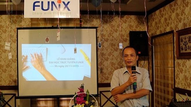 Hiệu trưởng Nguyễn Thành Nam trong buổi khai giảng Đại học FUNiX.