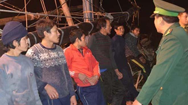 Bảy thuyền viên đánh bắt cá trên biển gặp nạn được cứu thoát