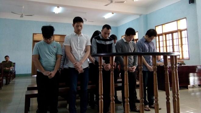 Ảnh các bị cáo tại phiên tòa sơ thẩm và những người có liên quan