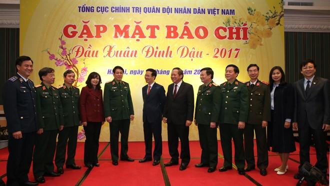 Lãnh đạo Ban Tuyên giáo T.Ư, Tổng cục Chính trị QĐND Việt Nam và các đại biểu tham dự buổi gặp mặt