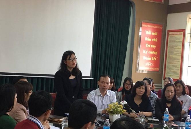 Phó Chủ tịch quận Cầu Giấy Trịnh Thị Dung phát biểu tại buổi công bố kỷ luật