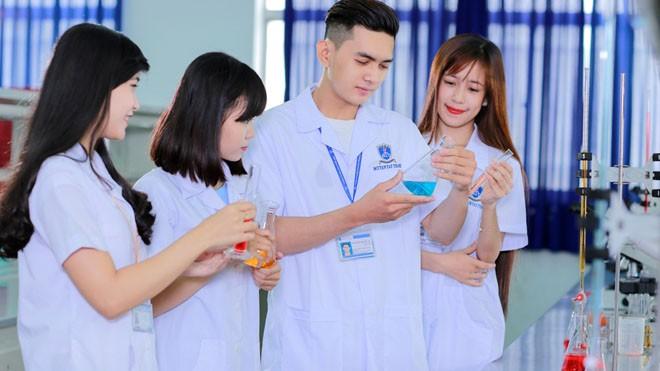 Sinh viên Dược trường Đại học Nguyễn Tất Thành