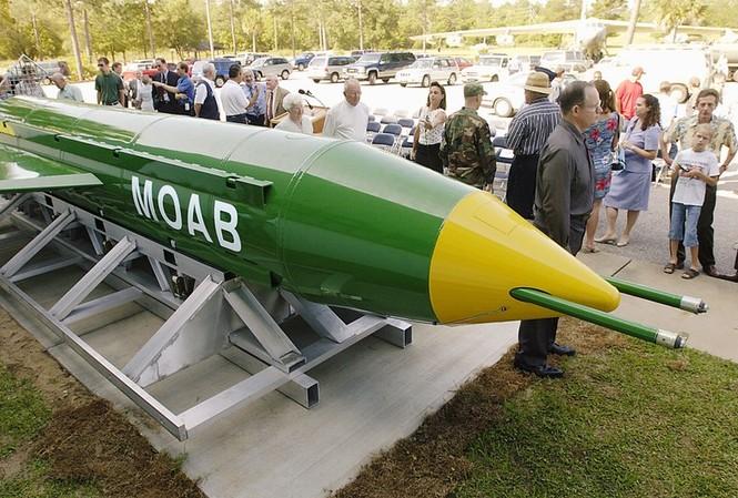 Bom MOAB được thiết kế để tiêu diệt các cụm mục tiêu  ảnh: Reuters