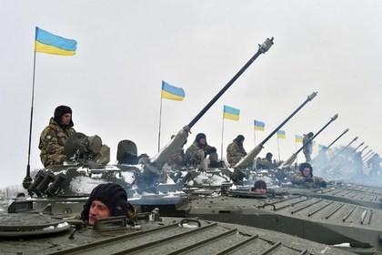 """Quân đội Ukraine tiến hành """"tinh gọn bộ máy quốc phòng""""."""