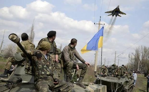Đoàn xe tăng dài 3km tiến về phía quân đội Ukraine