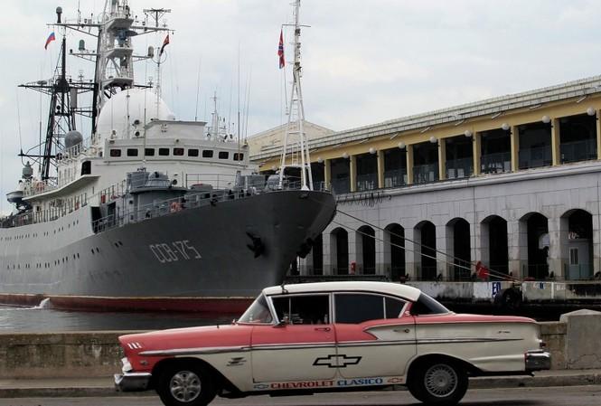 Tàu tình báo Nga Viktor Leonov tại bến La Habana