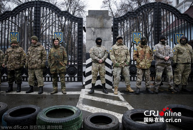 'Tiểu đoàn tiễu phạt' bao vây Bộ Quốc phòng Ukraine