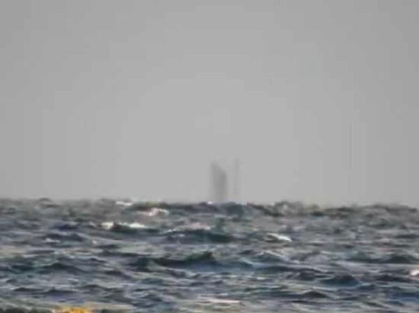 [VIDEO] Bí ẩn 'con tàu ma' trên mặt hồ ở Mỹ