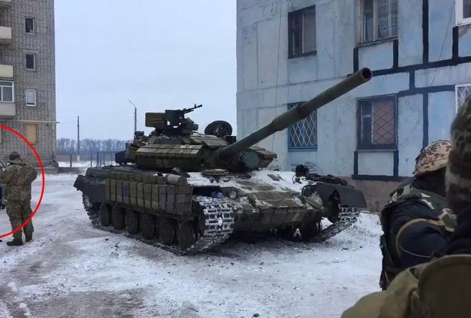 [VIDEO] Xe tăng Ukraine tiến vào Donetsk