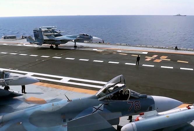 Tiêm kích Nga rời tàu sân bay trở về căn cứ