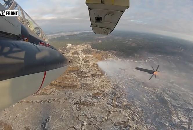 'Xe tăng bay' Su-34 hủy diệt hàng loạt mục tiêu mặt đất