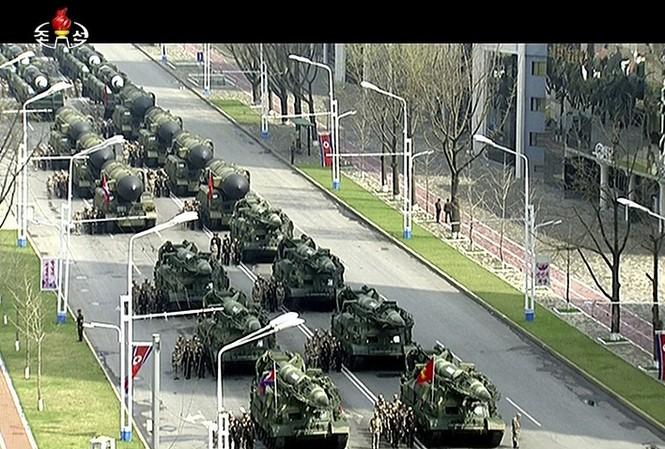 Triều Tiên phô trương sức mạnh quân sự tại lễ duyệt binh diễn ra sáng 15/4 tại thủ đô Bình Nhưỡng. Ảnh: AP