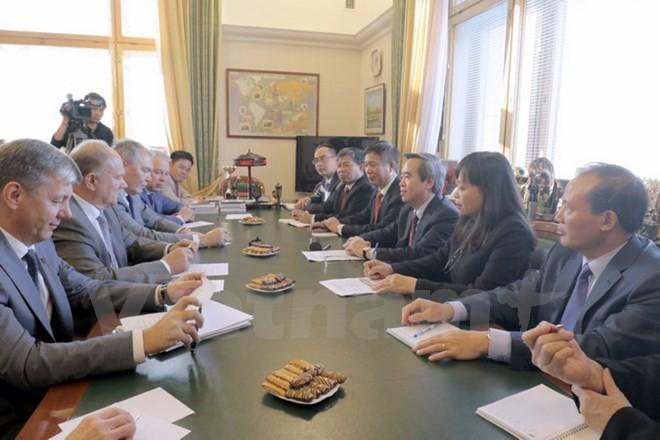 Buổi hội đàm với ban lãnh đạo Đảng Cộng sản Liên bang Nga. (Ảnh: Quang Vinh/Vietnam+)