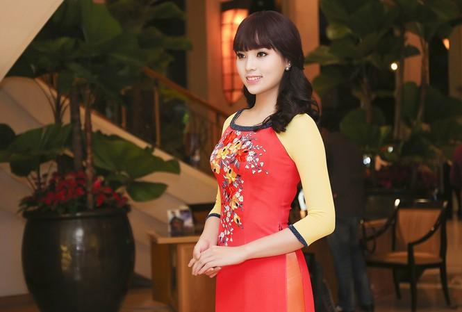 Hoa hậu Kỳ Duyên đẹp ngỡ ngàng với tóc mái ngố