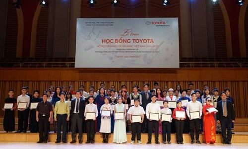 Trao học bổng cho tài năng âm nhạc trẻ Việt Nam