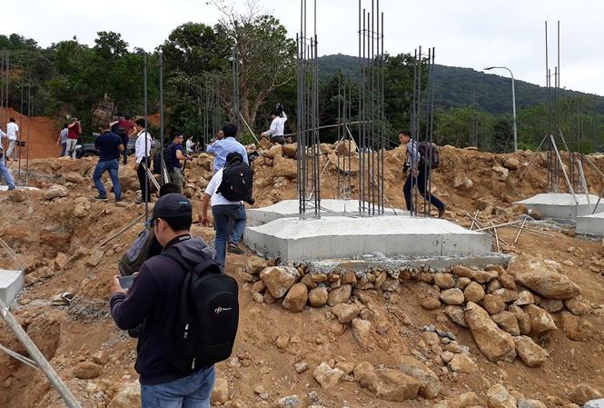 Hiện trường 40 nền móng biệt thự không phép tại bán đảo Sơn Trà do Cty CP Biển Tiên Sa thi công gây xôn xao và bức xúc trong dư luận.