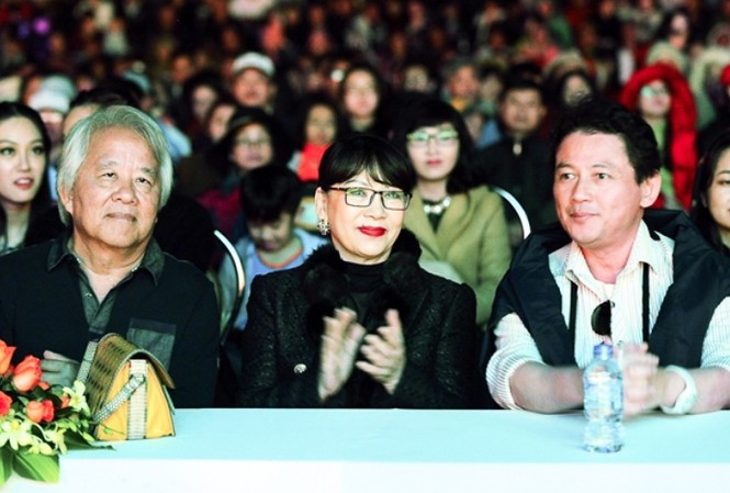 Người thân của nhạc sĩ Trịnh Công Sơn trên hàng ghế danh dự.