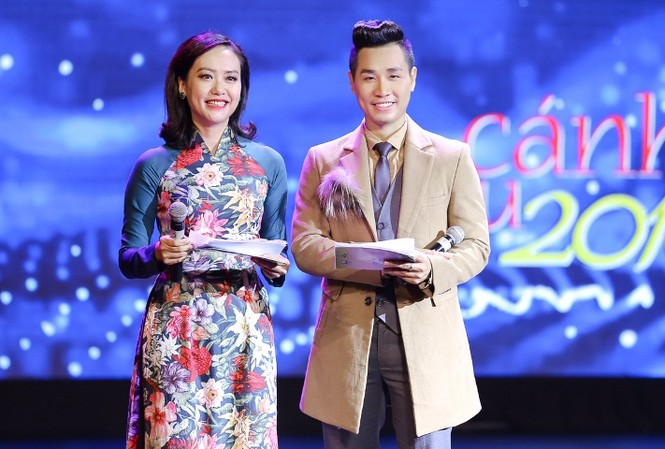 Nguyên Khang và Hồng Ánh trong đêm trao giải Cánh Diều Vàng 2017.