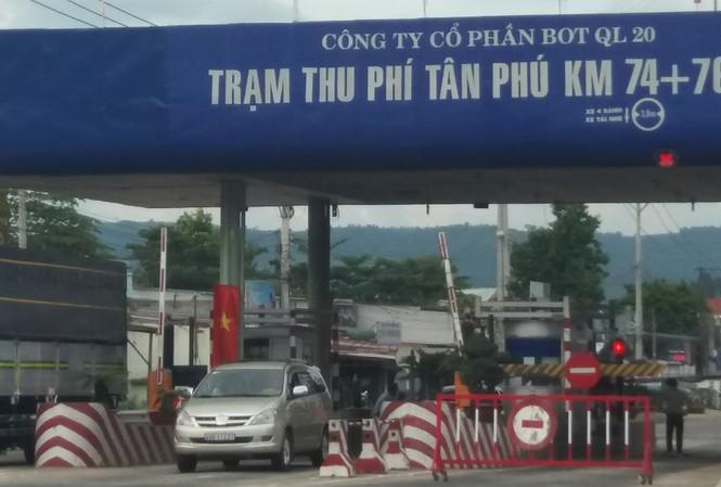 Trạm thu phí Tân Phú.