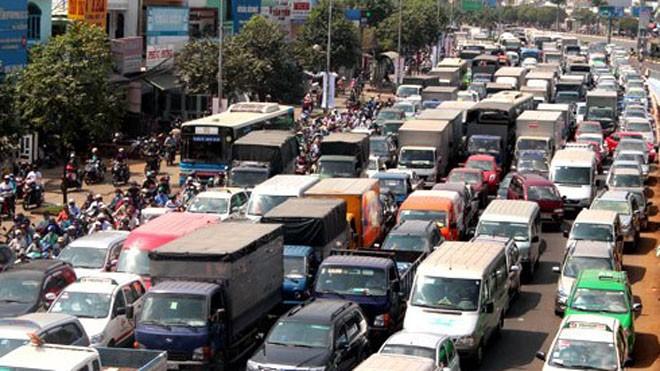 TPHCM đề xuất nhiều giải pháp để hạn chế gia tăng xe cá nhân, trong đó ở khu vực nội đô các thành phố lớn điều kiện để sở hữu ôtô con là phải chứng minh được có chỗ đỗ xe. Ảnh: Hữu Công.