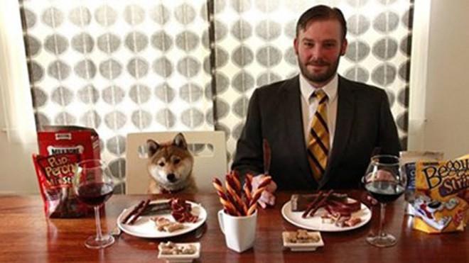 """""""Nếm thức ăn của chó"""" là một công việc có thật tại Mỹ."""