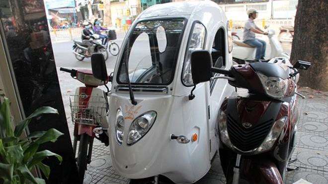 Xe ô tô điện có kiểu dáng gọn, nhẹ đang được ra bán với giá 45-55 triệu đồng/ chiếc.