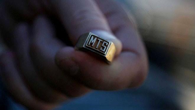Chiếc nhẫn mà Robert Fowler đánh mất 35 năm trước trên biển Bolinas. Ảnh: Sfgate