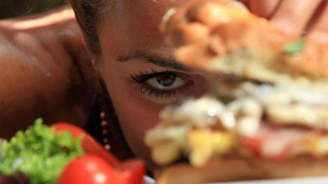 Luôn cảm thấy đói bắt nguồn từ nhiều nguyên nhân - Ảnh: Shutterstock