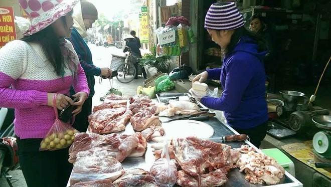 Quầy hàng hút khách nhờ bán thịt quê, rau sạch ở Hà Nội