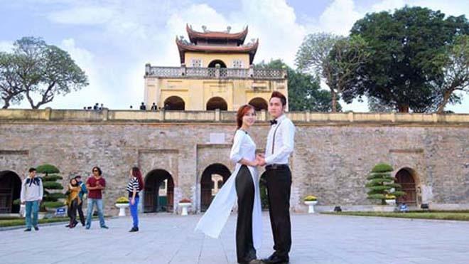 Hoàng thành Thăng Long là một trong những di tích được nhiều bạn trẻ lựa chọn chụp ảnh cưới.