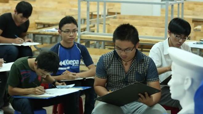 Thí sinh dự thi môn năng khiếu vào Trường ĐH Kiến trúc TP.HCM. Năm nay, nhiều trường khác dự kiến cũng sẽ thi năng khiếu - Ảnh: Đào Ngọc Thạch