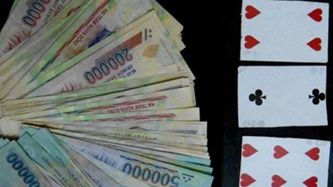 Bắt nhóm cờ bạc bịp chung chi tiền cho lái xe khách