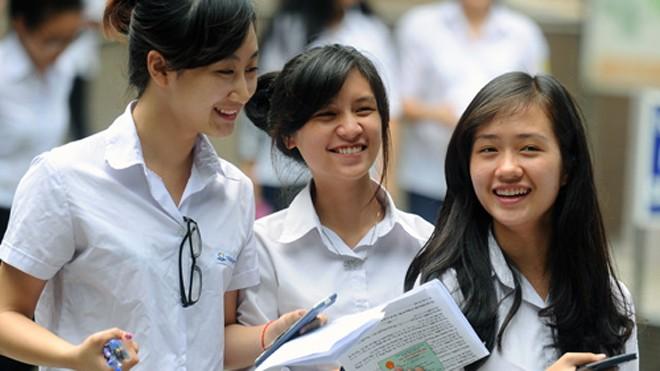 Nhiều học sinh cảm thấy hào hứng khi Bộ GD&ĐT quyết định không xếp loại tốt nghiệp THPT từ năm 2015. Ảnh: Quý Đoàn.