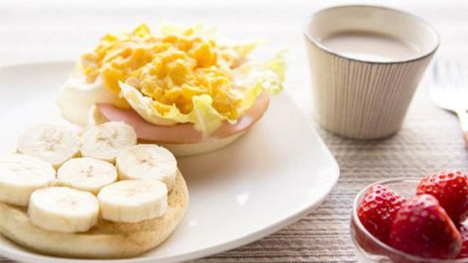 Ăn sáng trong vòng một giờ kể từ khi thức dậy