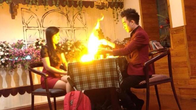 Màn ảo thuật biến lửa thành bông hoa của Nam Nie. (Ảnh: NVCC).