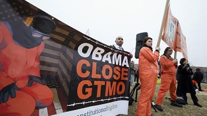 Người biểu tình đòi đóng cửa nhà tù Guantanamo - Ảnh: Reuters