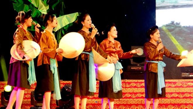 Một buổi hát dân ca ví dặm ở Hà Tĩnh. Ảnh: Đức Hùng