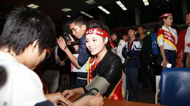 Hoa hậu Nguyễn Cao Kỳ Duyên hiến máu sáng 25/1.