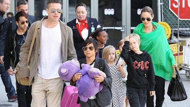 Angelina Jolie tạm thời có quyền nuôi 6 con. Ảnh: Splash.