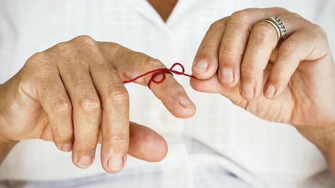 10 dấu hiệu cảnh báo sớm bệnh Alzheimer